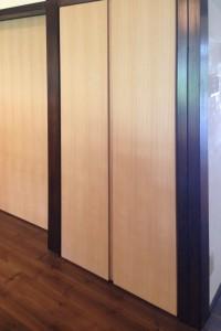 シオジツキ板収納折戸