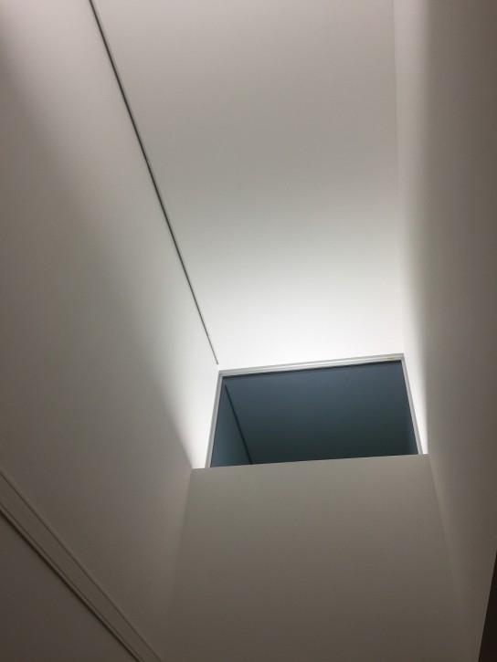 吹き抜けの窓