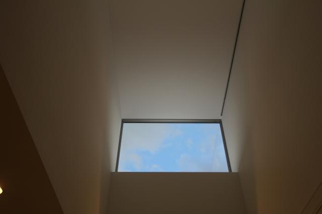 空に開く窓